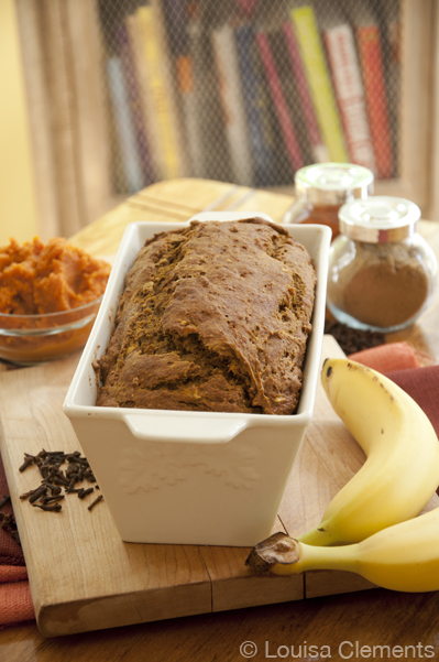 Pumpkin bread and banana bread combine into the most delicious fall quick bread with this simple recipe for pumpkin banana bread. | livinglou.com