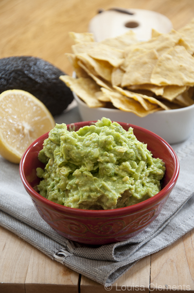 Go back to basics with this simple, no-fuss and healthy recipe for 5 ingredient guacamole made with avocado, onion, garlic, lemon juice and salt. | livinglou.com