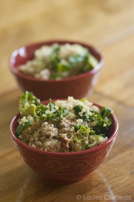bowl of qunoa with zucchini, broccoli and kale