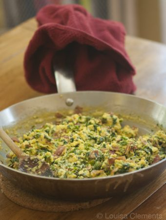 scrambled eggs with kale and prosciutto