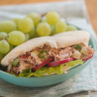 It's easy to make a healthy lunch with this recipe for lighter tuna salad pockets with tuna, green apple and green onions. | livinglou.com
