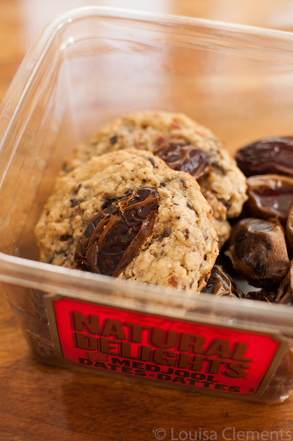 Combine Medjool dates with bacon and chocolate for the ultimate sweet and savoury date bacon chocolate chip cookies. | livinglou.com