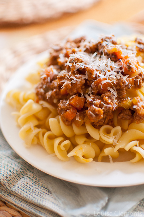 A budget friendly version of classic bolognese, perfect for budget-conscious cook. | livinglou.com