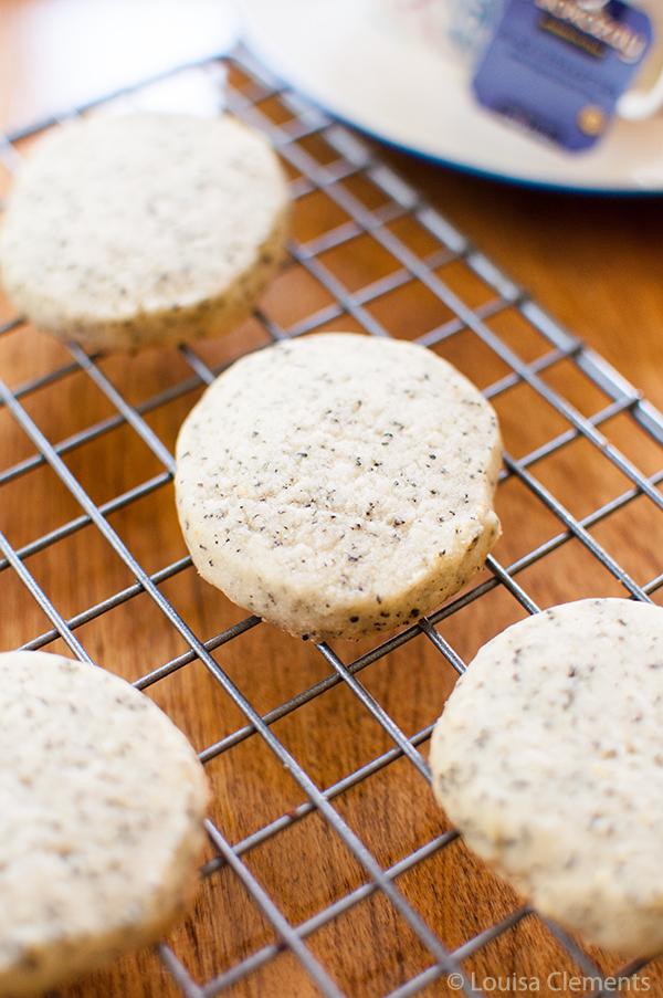 Black Currant Alokozay Tea Shortbread Cookies are the perfect snack for tea time. #TEAdays   livinglou.com