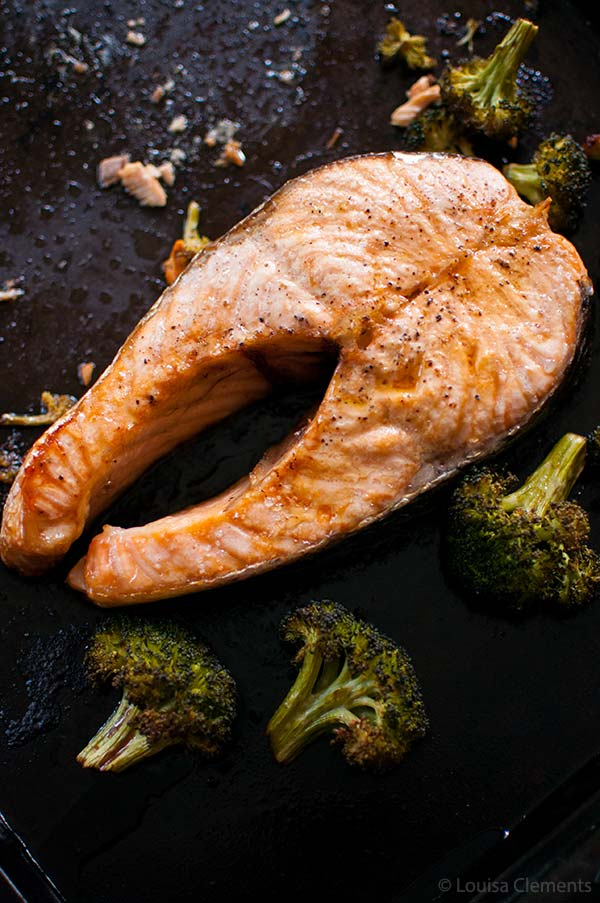 One pan and five ingredients is all it takes for this recipe for one sheet roasted salmon steaks and broccoli. | livinglou.com