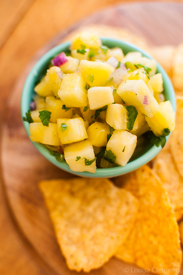 Try something a little different with this simple and healthy recipe for pineapple salsa.   livinglou.com