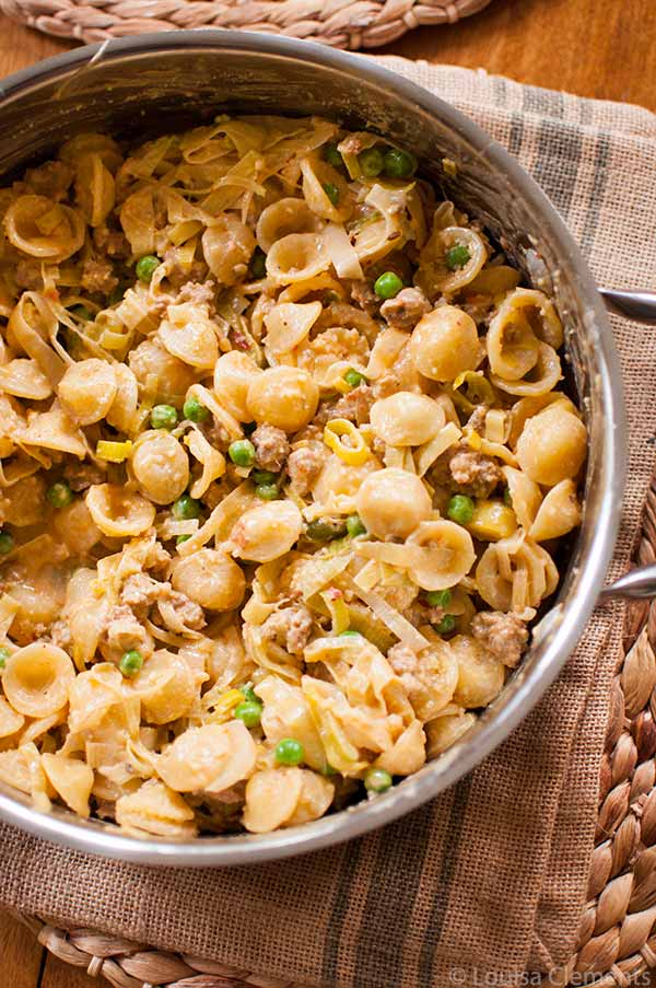 Simple and comforting this sausage and leek pasta makes the perfect weeknight supper. | livinglou.com