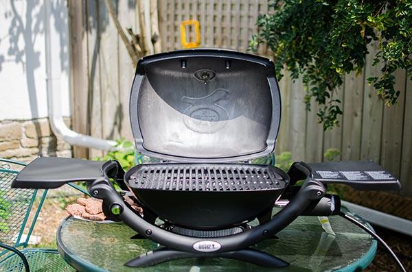 Weber Q1200 grill review. | www.livinglou.com