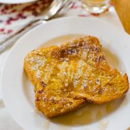 Get breakfast ready the night before with this recipe for overnight, make ahead pumpkin french toast. | www.livinglou.com