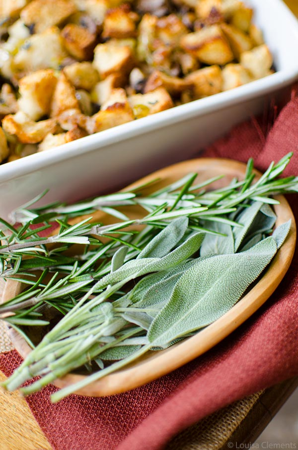 A fun twist on traditional holiday Thanksgiving stuffing made with sourdough bread, sausage, leeks and apples, flavoured with fresh sage and rosemary. | livinglou.com
