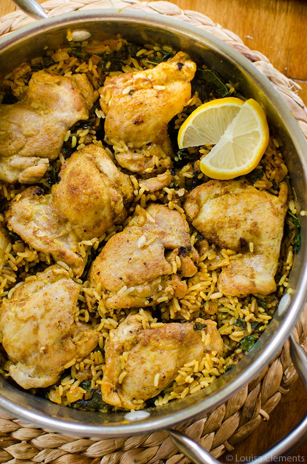 Get dinner on the table quickly with this one-pot recipe for curried chicken and rice with kale. | livinglou.com