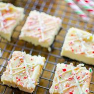 Peppermint cheesecake bars are the ultimate make-ahead potluck dessert. With an oreo base, white chocolate and crushed candy canes. | livinglou.com