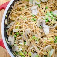This one-pot pasta recipe is loaded with mushrooms, leeks and peas and is the perfect quick dinner. | livinglou.com