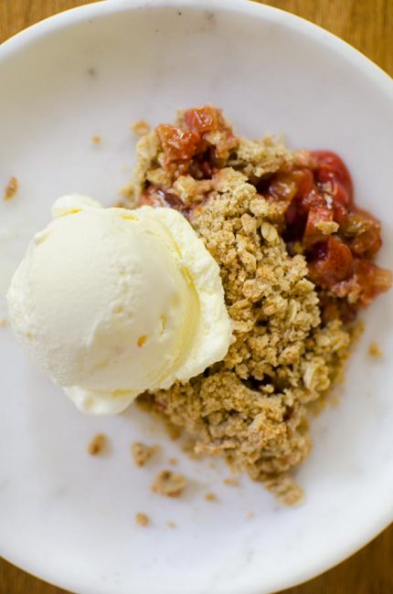 Strawberry rhubarb crisp is the perfect spring dessert with a hint of vanilla and cinnamon. | livinglou.com