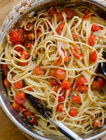 Pasta with cherry tomatoes, garlic and basil. | livinglou.com