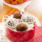 Easy, homemade Valentine's Day truffles are the perfect gift! Made with chocolate, honey and cream. | livinglou.com