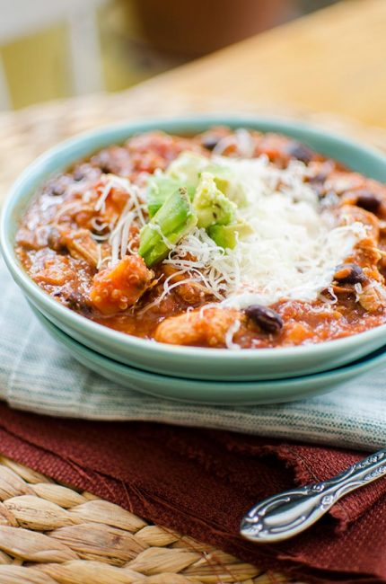 Slow cooker chicken quinoa chili is the perfect winter dish with sweet potatoes, black beans and tomatoes. | livinglou.com