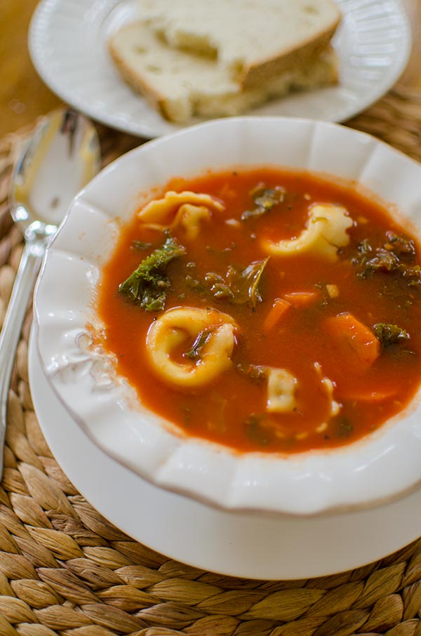 This recipe for tomato tortellini soup with kale is so easy with basil and veggies! | livinglou.com