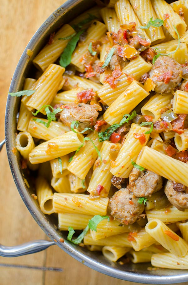 5 ingredient sausage and pepper pasta with rigatoni and Italian sausage. | Livinglou.com