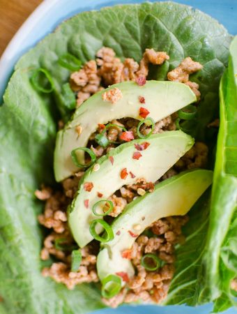 These chicken lettuce wraps come together in 20-minutes and are super light and healthy with ginger, lime juice and smoked paprika. | livinglou.com