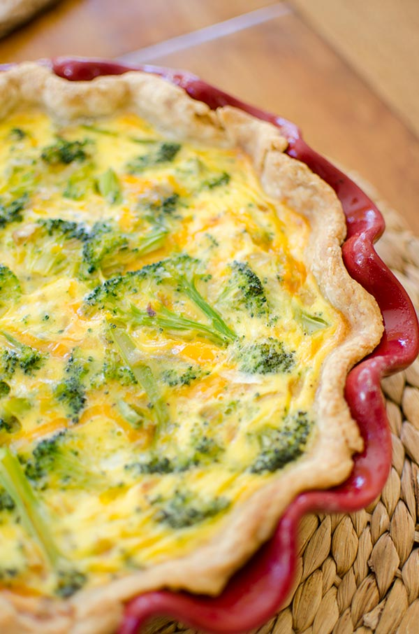 The perfect brunch recipe for broccoli and cheddar quiche. | livinglou.com