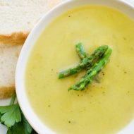 Light asparagus soup recipe with leeks, parsley and garlic. | livinglou.com