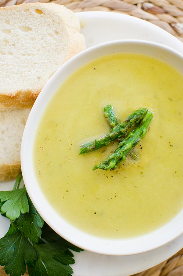 Light asparagus soup recipe with leeks, parsley and garlic without the ...