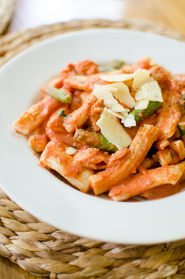 Pasta with salmon and asparagus in a creamy rose sauce. | livinglou.com
