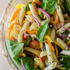A light and fresh pasta salad with lemon herb vinaigrette is the perfect pasta salad to make this summer. | livinglou.com