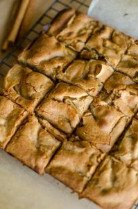 Make the best apple blondies with melt-in-your mouth flavour, fresh apples in the batter, cinnamon and nutmeg.